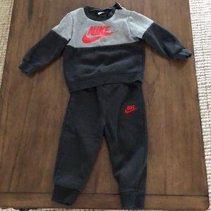 Toddler Nike sweatsuit